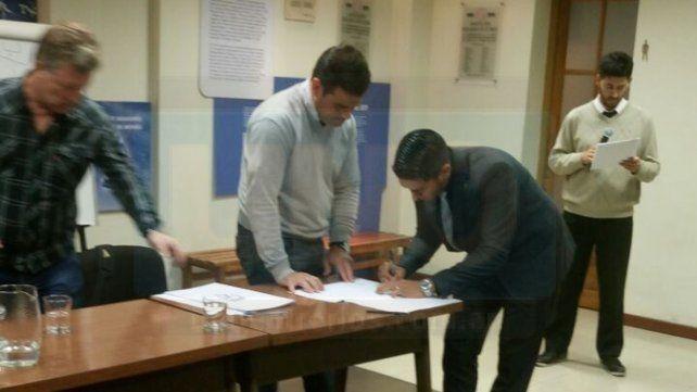 El árbitro de la Liga Paranaense Daniel Zamora extendió su contrato con AFA
