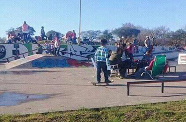 El banco para deslizar quedó perfecto para la mesa de picnic. Foto internet.