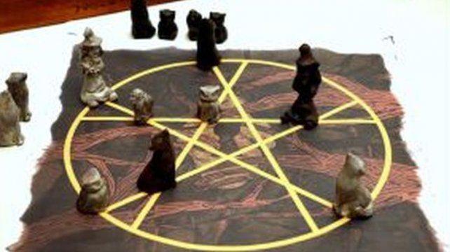 La comuna incentiva un juego inspirado en un ambiente mágico con símbolos esotéricos