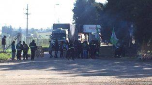 Tensión. Representantes de Camioneros durante el corte.