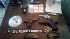 El operativo: armas, dinero y cocaína.