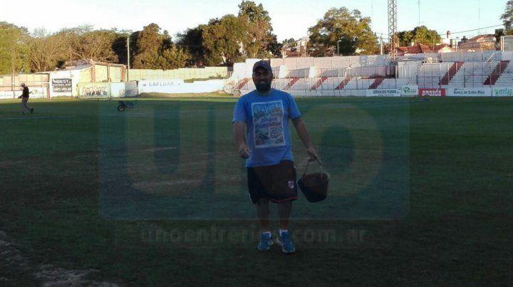 Martín Gentile luego de una nueva jornada laboral en el campo de juego del Pedro Mutio