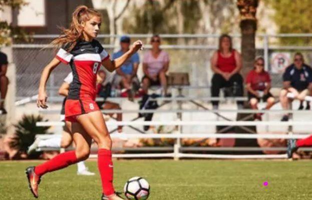Paige Almendariz, la futbolista universitaria que alcanzó la fama por sus fotos en Instagram
