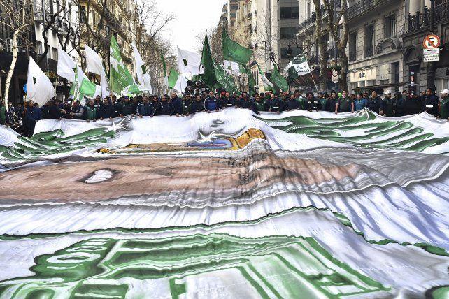 Comenzó la protesta de la CGT en plaza de Mayo