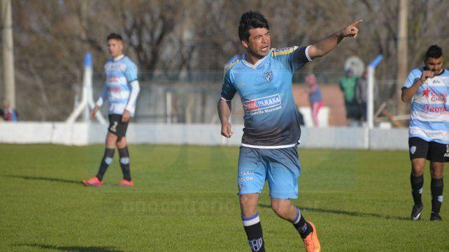 Carlos Chino Molina convirtió los dos goles de Peñarol en el Nuevo Estadio Mondonguero. Foto UNO Mateo Oviedo