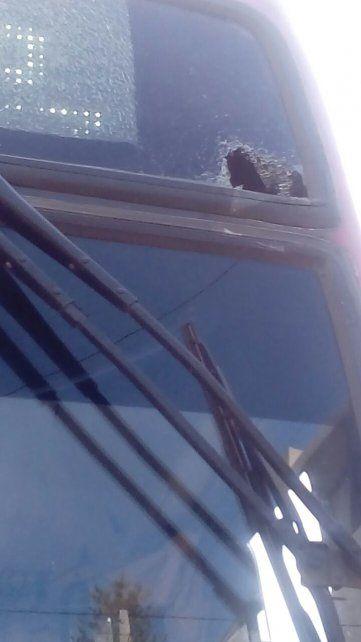 Al taller. El colectivo fue dañado este mediodía en el centro de Paraná.