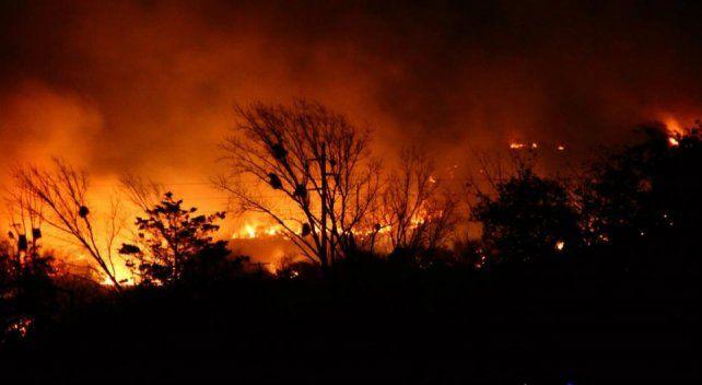 Persisten focos de incendios y hay más de 70 evacuados en Córdoba