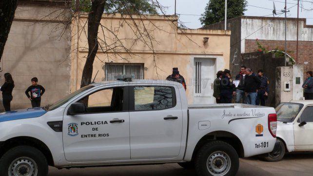 Investigan la muerte de una mujer que fue hallada en su casa
