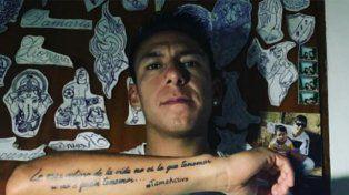 El nuevo tatuaje de Brian Sarmiento, con un error gramatical