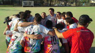 Los caballeros festejando el ascenso a la Zona Campeonato. Foto Gentileza Luis Gómez