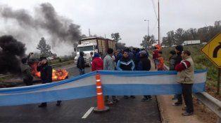 Uno de los primeros cortes de ruta en Gualeguay. Foto El Día de Gualeguay.