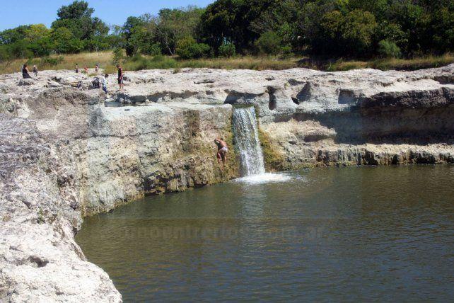 Hallaron el cuerpo de Burgos en las aguas de arroyo la Ensenada, en el salto de Ander Egg
