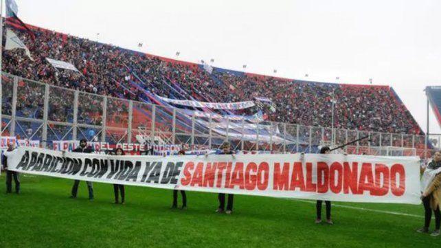 En las canchas también se pide la aparición de Santiago Maldonado