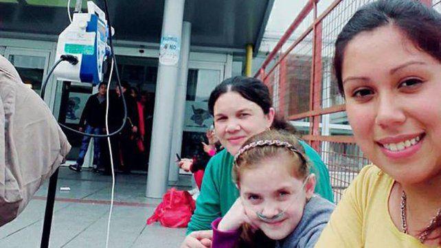Nueva esperanza. La niña viajó a Buenos Aires junto a su tía Antonela y su mamá Soledad.