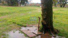La canilla rota en el Parque Urquiza. Foto UNO.