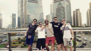 Lisandro en Shangai con sus compañeros.