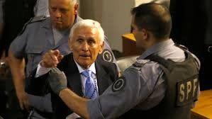 Miguel Etchecolatz sufrió un ACV en la cárcel y permanece internado
