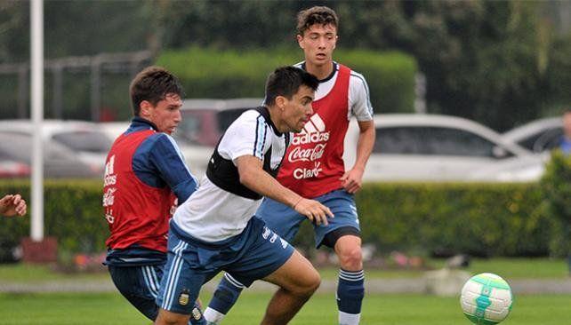 Sampaoli probó con Acuña en el lugar de Acosta antes de viajar a Uruguay