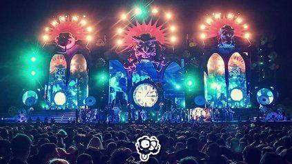 El montaje artístico del escenario principal de la Fiesta de Disfraces. Foto prensa FDD.