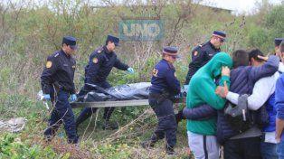 Tremendo dolor. Al Policía no le importó la congoja de los familiares.