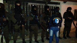 Despliegue. Participaron decenas de uniformados en los operativos en Concepción del Uruguay.