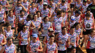 El pedido por Santiago Maldonado estuvo presente entre los corredores. Foto UNO Diego Arias.