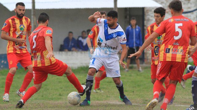 Sportivo Urquiza conquistó la victoria a ocho minutos del cierre del encuentro.