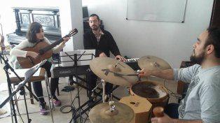 Locales. Ocho cantantes y seis músicos entrerrianos acompañarán a Falú