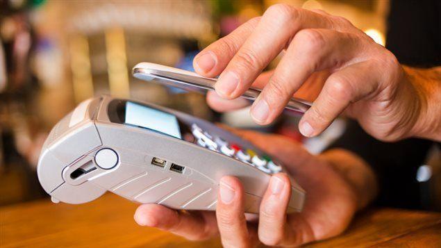 Los planes sociales podrán cobrarse a través del celular