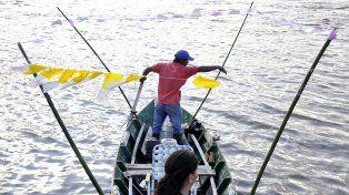 La procesión náutica en Bajada Grande terminará con bendiciones, asado con cuero y pescado frito