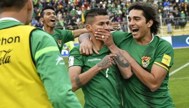 Bolivia ganó en la altura y el resultado favorece a Argentina