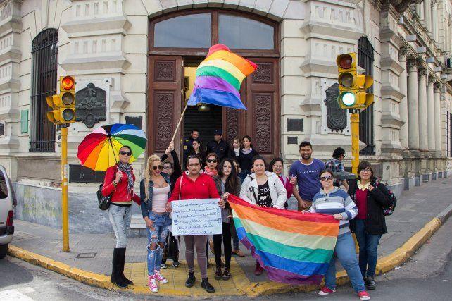 La última manifestación en la Municipalidad de Paraná. Foto Facebook /Stefanía Cora.