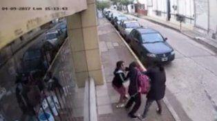 Detuvieron a la presunta arrebatadora de celulares