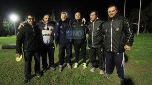Hay equipo. El entrenador Héctor Salva junto a su staff técnico en uno de los entrenamientos que realizó el plantel.
