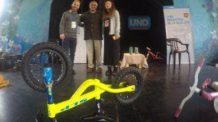 Henrik Kike Lundorff, especialista en movilidad urbana, López Segura y Mariana Salvador de la organización del Foro.
