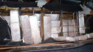 Ocultos. Los 106 ladrillos de marihuana estaban escondidos en los asientos y otras partes del auto.