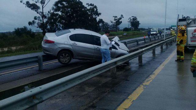 Solo golpes. El conductor padeció lesiones menores en su cuerpo. Foto: PER