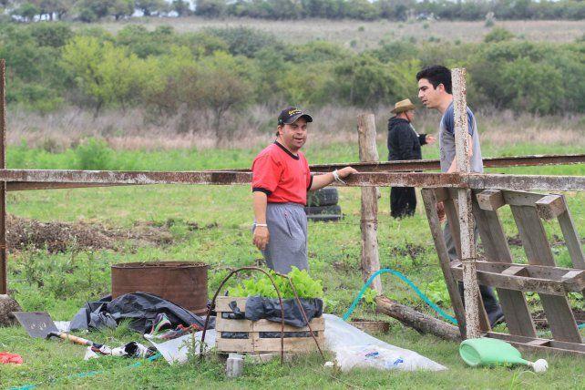 Huerta. Los chicos siembran y cosechan verduras de estación.
