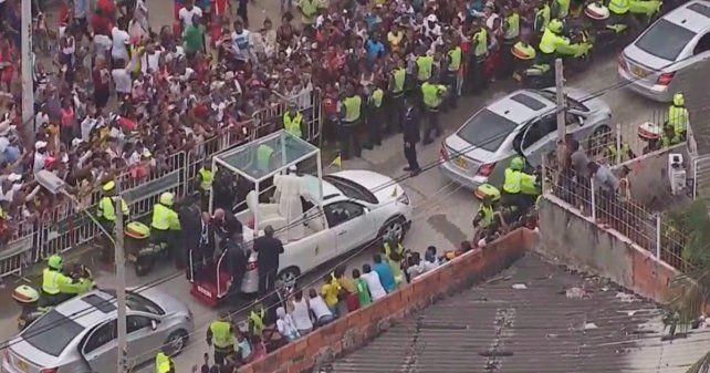 Francisco sufrió un pequeño golpe a bordo del Papamóvil