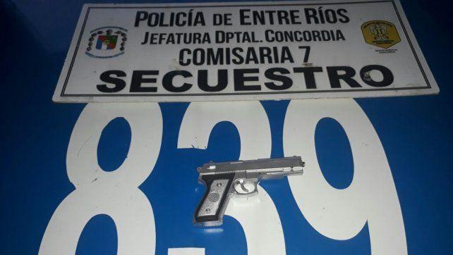 Parecía de verdad. El arma usada era una réplica de juguete. Foto: PER
