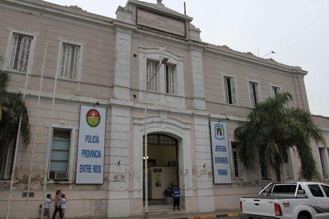 Distintas dependencias de la Jefatura Departamental Paraná recibieron las denuncias de las víctimas por los robos sufridos en sus casas.