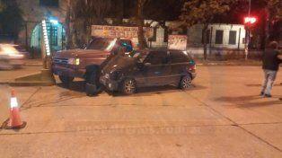 Paraná: Conductor se confundió y provocó un grave accidente frente la terminal de ómnibus