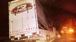 Se desprendió el acoplado de un camión que llevaba los autos de Ortelli y Fontana