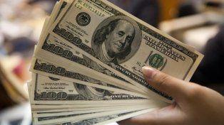 El dólar retrocedió un par de centavos