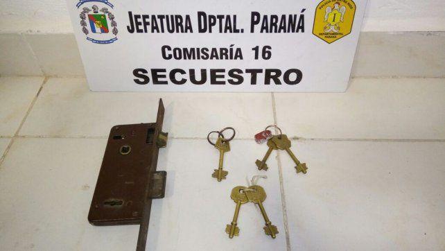 Cambio de cerraduras. Los usurpadores habían violentado la puerta de ingreso.