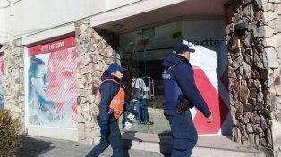 Un estudiante cayó de un cuarto piso de un hotel de Bariloche durante el viaje de egresados