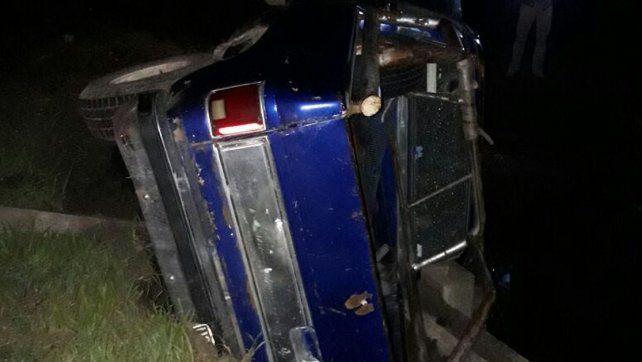 Conductor despistó, volcó y se subió a una ambulancia que pasaba por el lugar