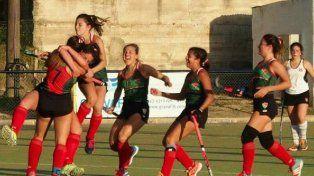 Festejo. Las chicas de la FEH celebran una de las conquistas en el certamen que se desarrolló en Paraná.