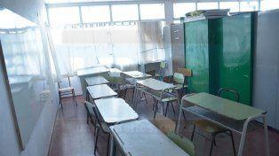 Contenidos mezclados. Los armarios separan un aula de Secundaria y una de Primaria.