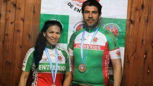 Ambos son pareja y lograron medallas con sus bicis.